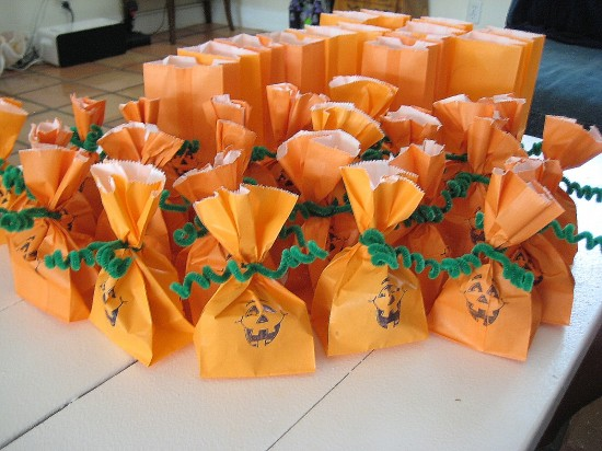 6 halloween ideas for your child 39 s classroom party page for Creative ideas for halloween treats